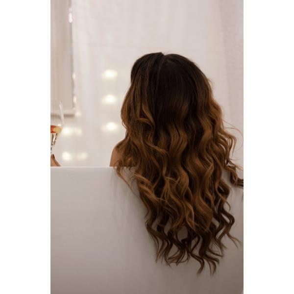 gyönyörű hullámos barna haj