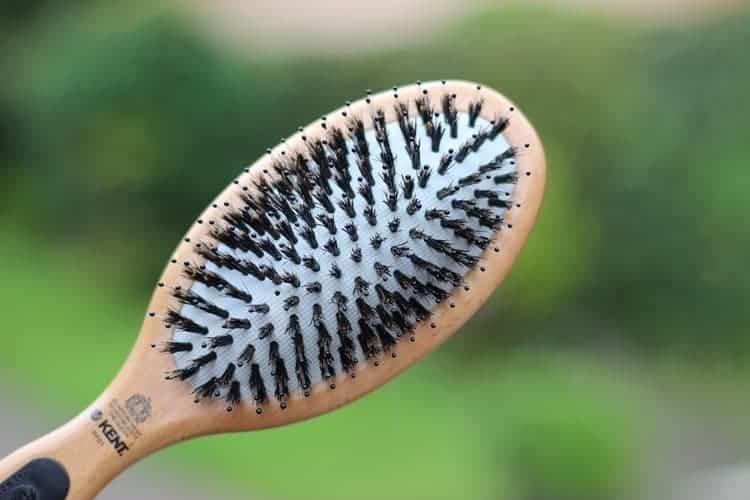 ovális hajkefe közepes hosszúságú hajhoz